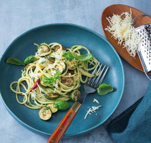 Zucchini-Pasta mit Hofschnittkäse